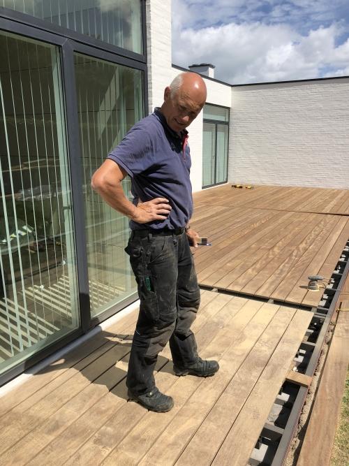 Tømrermester Peter Mikkelsen på terrasseprojekt i Hasseris, Aalborg